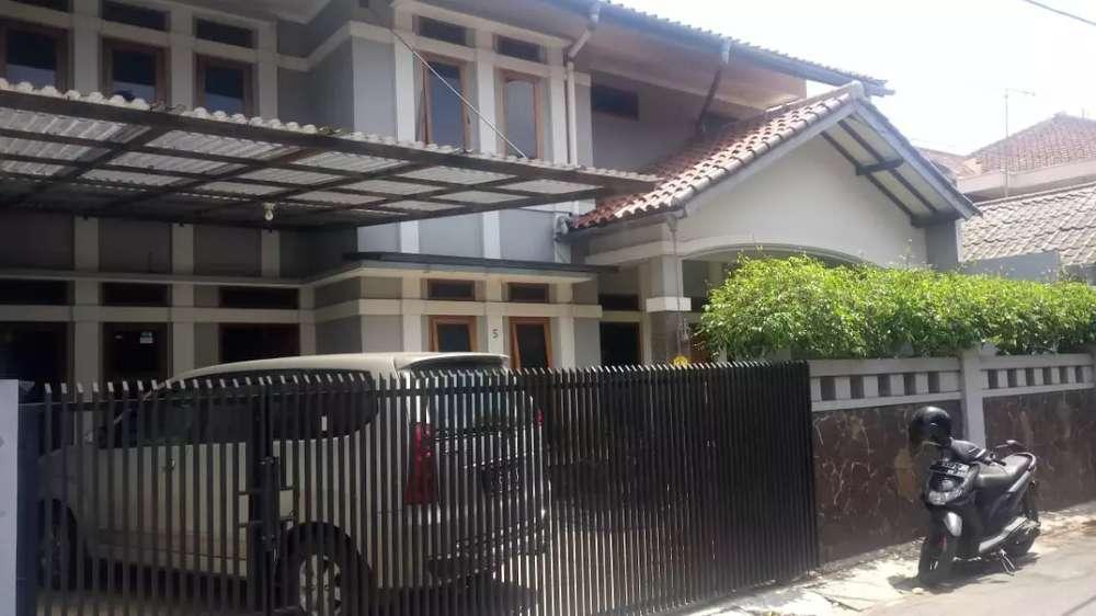 rumah strategis tengah kota murah dengan 4 kamar kost aktiv