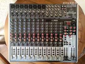 Mixer Behringer Xenyx X2222USB
