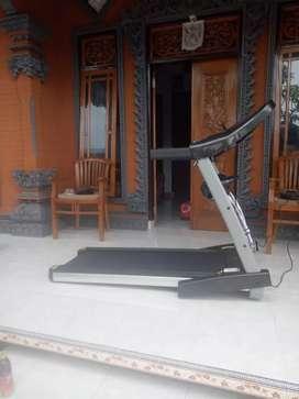 Treadmill i8 4 fungsi termurah  layanan antar GRATIS