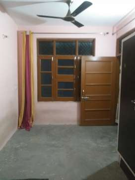 Clean room available for rent