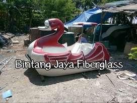 sepeda air bebek,bebek sepeda air,perahu air angsa,angsa perahu air