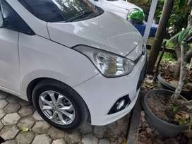 Mobil hyundai grand i10