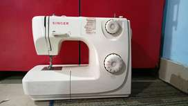Singer Sewing Machine with all Features