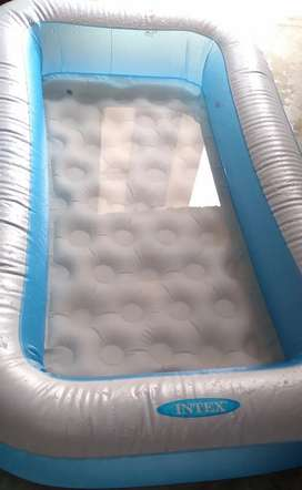 5ft tall swimming pool 6 month old with pump