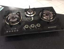Cooking range of xtreme company with three burners