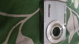 CASIO EXILIM 5.O MEGA PIXCEL WITH SD CARD & NIKON COVER WITH HANDLE