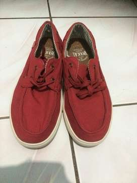 Sepatu Wakai merah putih