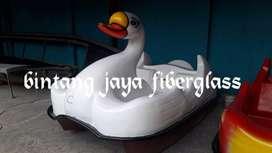 sepeda air fiberglass, permainan air bebek putih angsa
