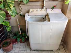 Semi-automatic washing machine on sale