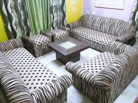 8 seater sofa set with central table and 2 seti