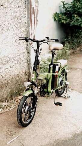 Sepeda Lipat Listrik Merk Mr. Jackie