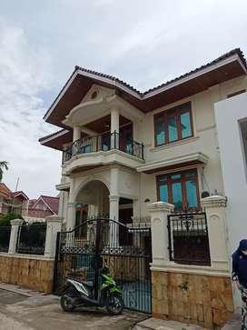 Rumah mewah di hook pusat kota