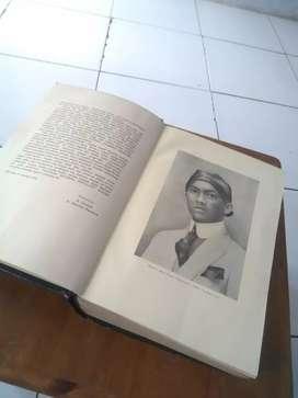 Buku di bawah bendera revolusi jilid 1 cetakan ke 1 thn 1959