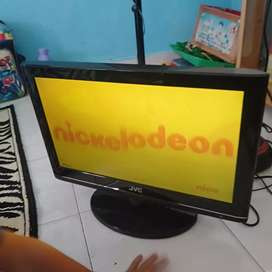 Dijual lcd TV JVC 19 inchi normal mulus hdmi USB vga pc Remot