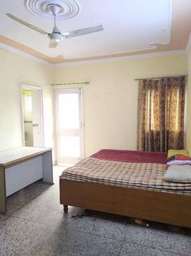 Sector-29 Noida One room, kitchen and bathroom available for rent Room