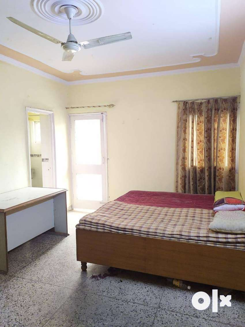 Sector-29 Noida One room, kitchen and bathroom available for rent Room 0
