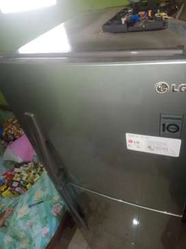 Jasa servis AC makassar/cuci AC /perbaikan / bongkar pasang /kulkas