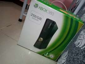Xbox 360 mint condition with box
