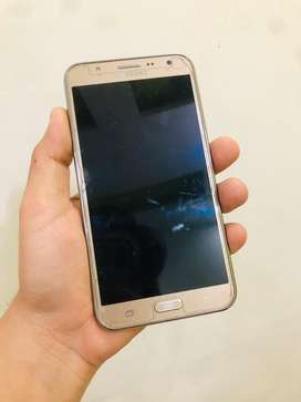 Samsung J7 4G in best condition 2gb Ram 16gb storage with charger.
