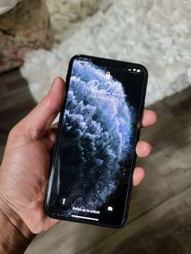 I phone 11 pro max 64 gb with charger
