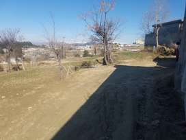 28 marla plot in developed area very suitable price