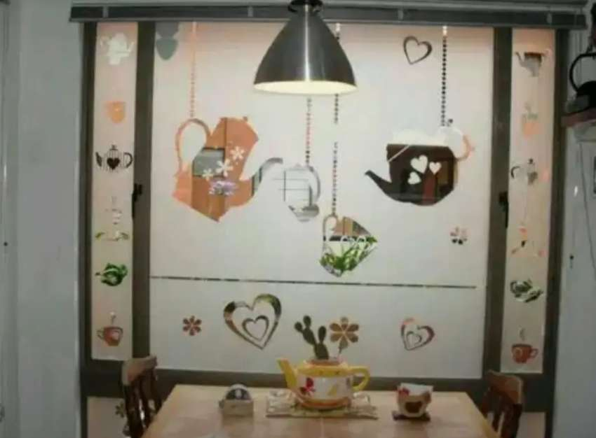 Kaca dapur cantik dengan stiker Sanblas dan Kaca Film