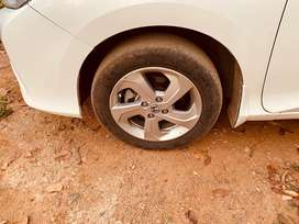 Honda city 2016 alloy with tyre