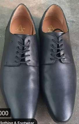 Arrow shoe for selling