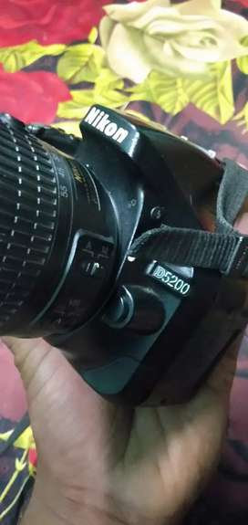 Nikon d 5200 lush condition with box