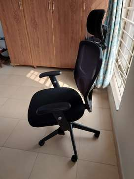 Interwood Manager Chair With Headset