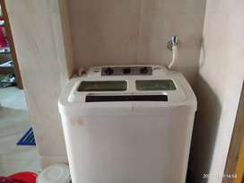 Gogrej White Color Washing Machine