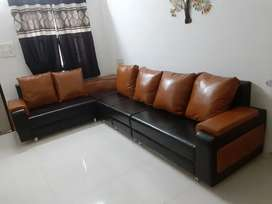 Sofaset 6 seater (2+2+1+1)with corner table and two puffys