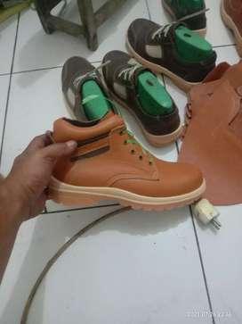Pengerajin sepatu kulit safety