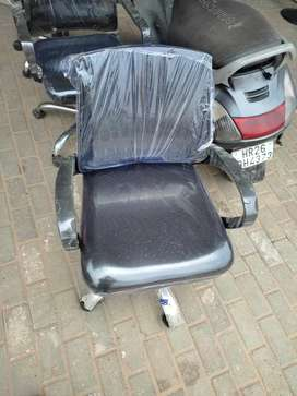 Black mesh back visitor chair. Strong and durable.