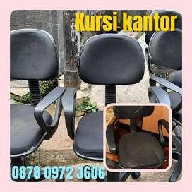 Kursi kantor tangan roda