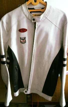 Gratis kirim2 Cod WTS Jaket white kulit white kece size m pjg murah