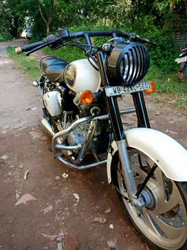 Royal Enfield Classic 350. White color. Full of accessories.