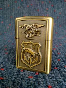 korek mancis EARTH model Zippo gold