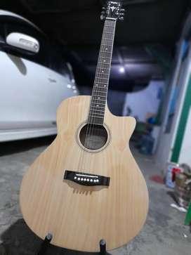 Gitar akustik harmoni