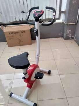 Sepeda statis  belt dengan monitor