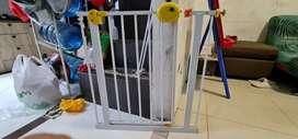 Baby safe gates (pebatas pagar bayi), termurah se olx