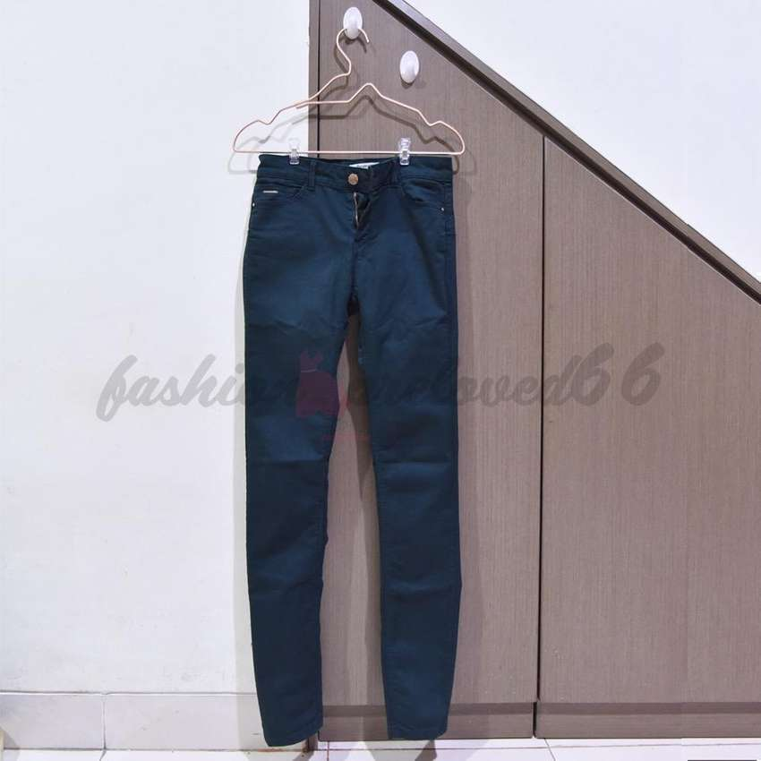 preloved stradivarius army trouser 0