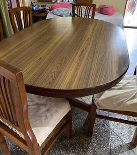 Dinning table with 6 six chairs