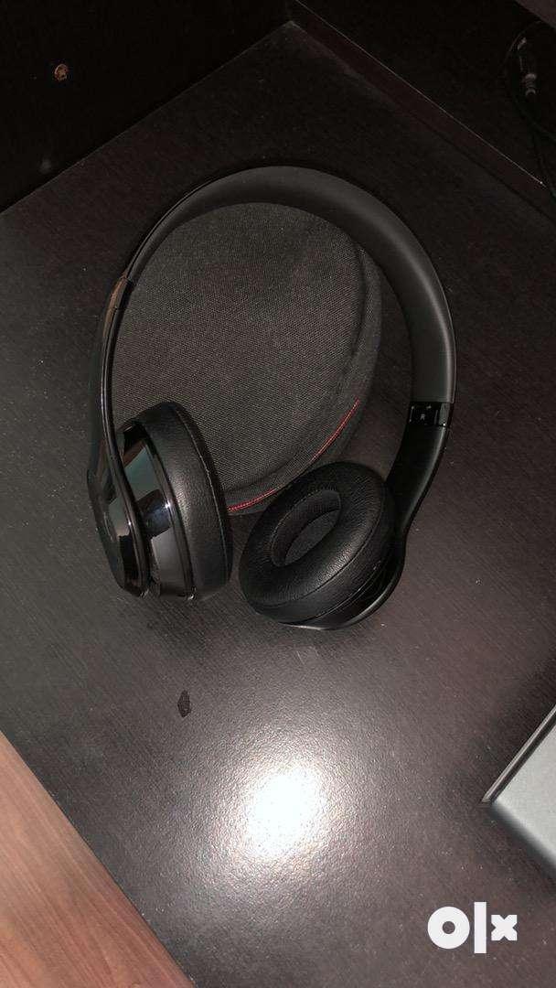 Beats solo 3 wireless headphone 0
