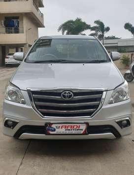 Toyota Innova 2.5 VX BS IV 8 STR, 2013, Diesel