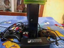 Xbox 360 with 1 controller and games