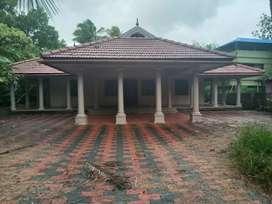 23 cent 2800 sqft posh nalukett house at aluva near kadungallur