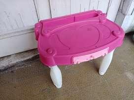 Meja plastik kecil untuk anak perempuan barang second bekas