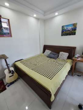 KING SIZE BED WITH BOX AND MATTRESS