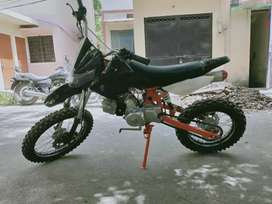 Petrol powered 125cc dirt bike